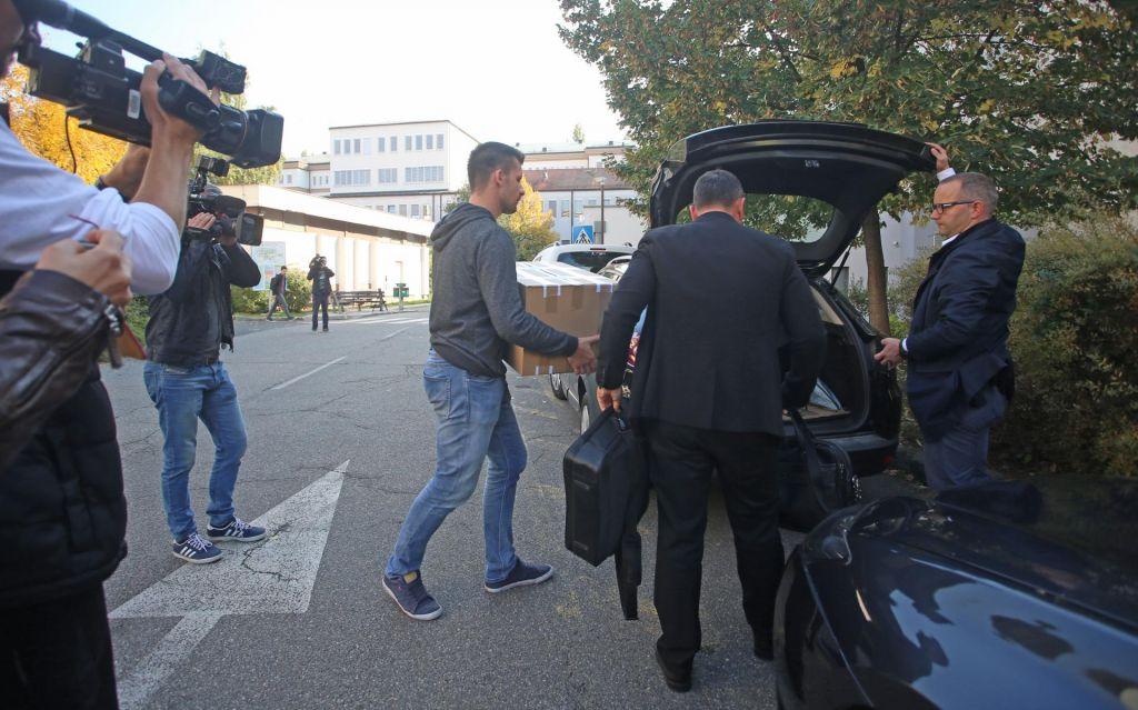 FOTO:Kriminalistične preiskave: Osumljeni naj bi pridobili vsaj sto tisoč evrov