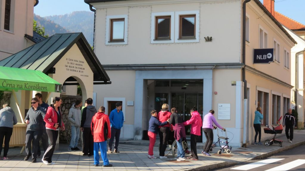 Upor v Črni zaradi ukinitve poslovalnice NLB