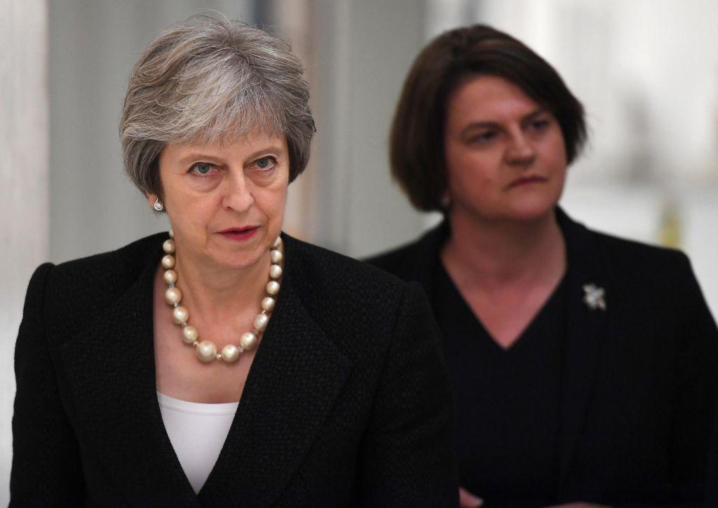 Optimisti pozabljajo, da Theresa May vodi manjšinsko vlado