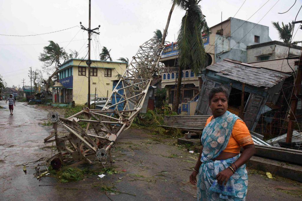 Indijo dosegel ciklon Tilti, poročajo o smrtnih žrtvah