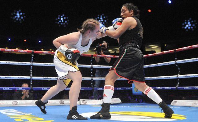Ema Kozin (levo) je bila tokrat po točkah prepričljivo boljša od Mehičanke Irais Hernandez. FOTO: Cropix
