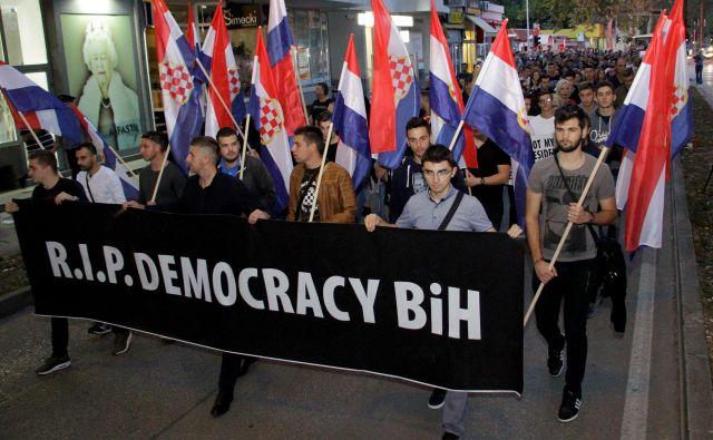 Četrtkov protest proti izvolitvi Željka Komšića v Mostarju. FOTO: Reuters