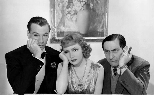 Ernst Lubitsch (desno) z zvezdnikoma Claudette Colbert in Garyjem Cooperjem med snemanjem filma <em>Bluebeard's Eighth Wife </em>(<em>Sinjebradčeva osma žena</em>).<br /> FOTO: Promocijsko gradivo