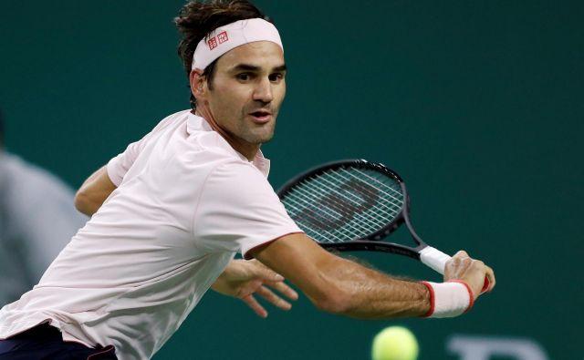 Roger Federer je japonskega izzivalca odpravil z 10 asi. FOTO: Aly Song/Reuters