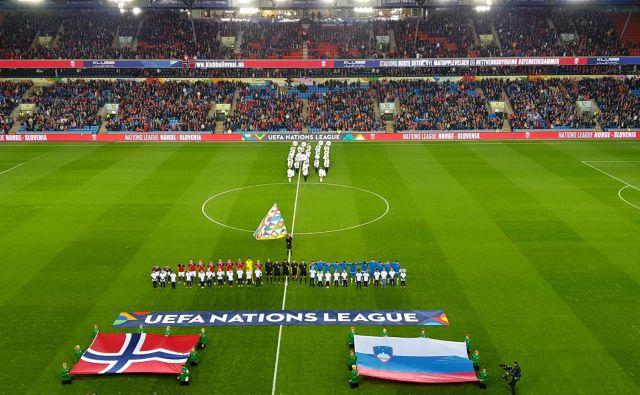 Na štadionu Ullevaal, čudovitem nogometnem objektu z 28.000 sedeži, ki je le pet kilometrov oddaljen od središča za smučarske skoke v Hollmenkolnu, so bili Slovenci opazno potrti in redkobesedni.
