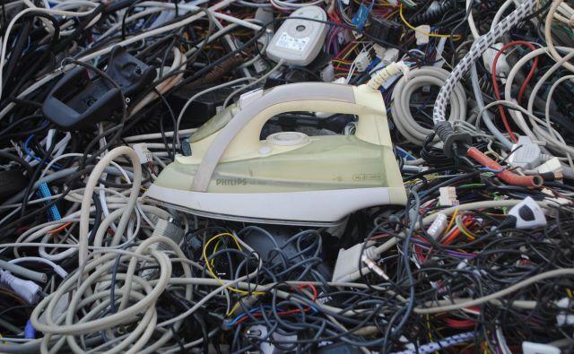 V zabojnike za EE-naprave odložimo manjše aparate.<br /> <br /> FOTO arhiv ZEOS