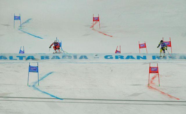Pri FIS vidijo rešitev za dvig gledanosti v paralelnih tekmah. V tekmovalnem koledarju jih bo v prihodnosti vse več. FOTO: Reuters