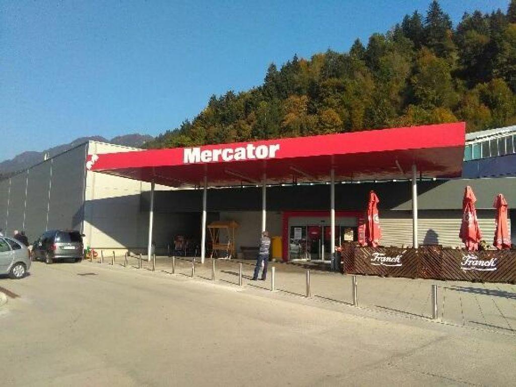 Mercator prodal 10 trgovskih centrov Supernovi