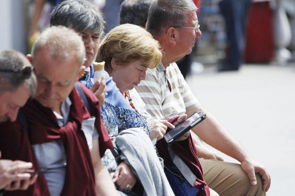 FOTO:Angleži z receptom do detektorja padcev, Nizozemci bežijo od institucij