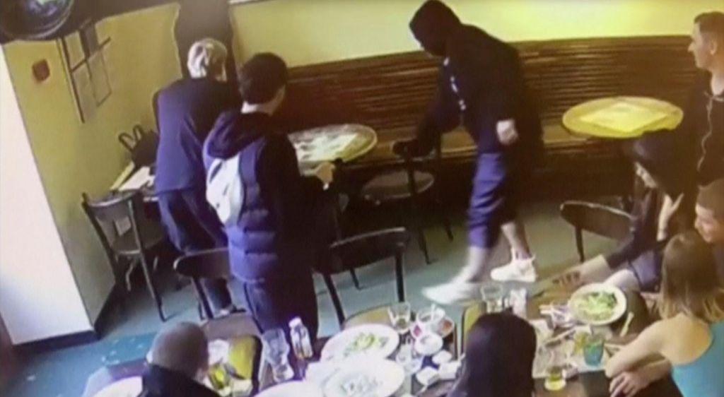 FOTO:Po incidentu v kavarni ruska nogometaša pod plazom kritik (VIDEO)