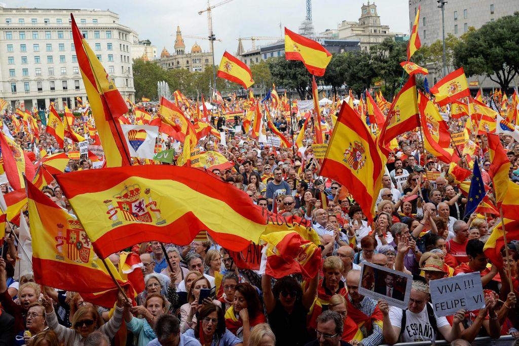 Množice v Barceloni podprle enotno Španijo