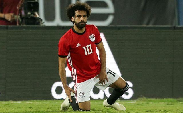 Mohamed Salah je poškodbo utrpel v zadnjih minutah dvoboja. FOTO: Mohamed Abd El Ghany/Reuters