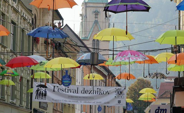Dobrodelni Festival dežnikov celjskih Lions klubov. FOTO: Brane Piano