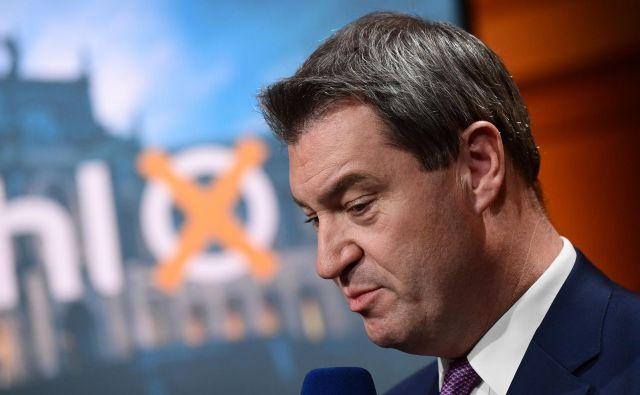 »Vse smo naredili, borili smo se!« je med spuščanjem svojega glasu v volilno skrinjico povedal ministrski predsednik Bavarske Markus Söder. FOTO: FOTO: Peter Kneffel/AFP