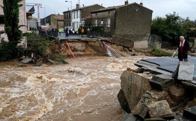 Kraj Villegailhenc je bil še posebej prizadet v poplavah. Gladina reke Trapel ni bila tako visoka že najmanj 100 let. Odneslo je tudi most.FOTO: Eric Cabanis/AFP