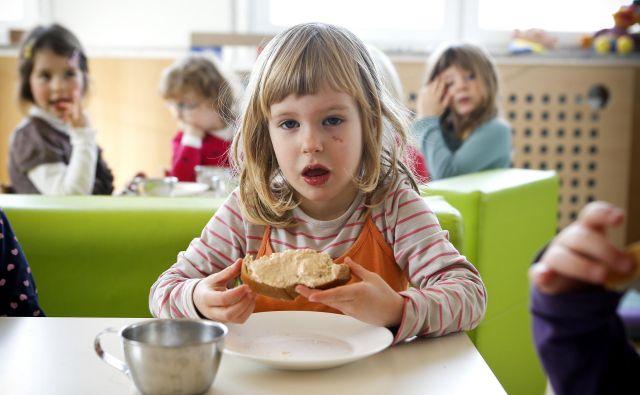 Delež predebelih otrok se od leta 2010 v Sloveniji zmanjšuje. FOTO: Jože Suhadolnik/Delo