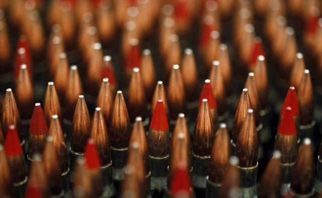 Kam je izginilo dva tisoč kosov streliva? Foto Reuters