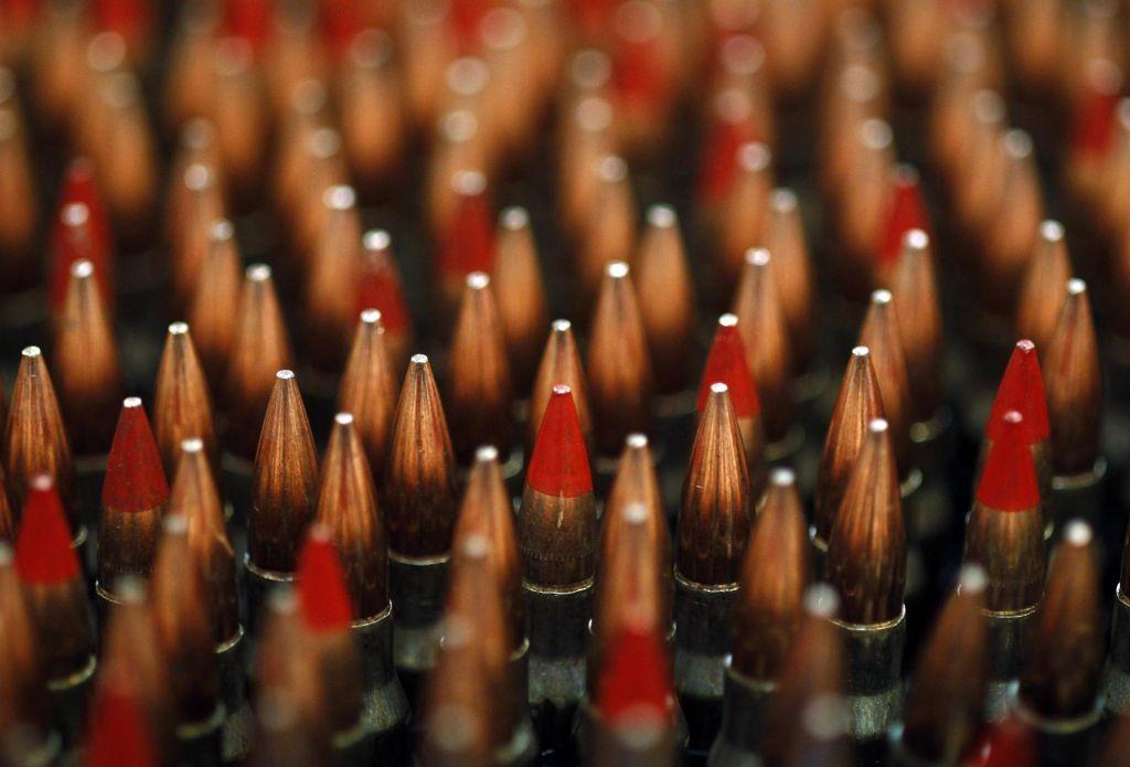 Dva vojaka in dva tisoč kosov streliva