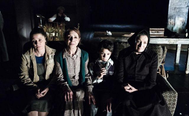 Utrinek iz predstave Črna mati zemla. FOTO: Marko Ercegović