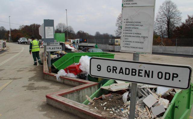 Zbirni center za komunalne odpadke bo deloval še naprej. Foto Simona Fajfar