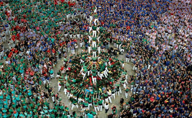 "Člani skupine ""Castellers de Sant Cugat"". Foto Albert Gea Reuters"