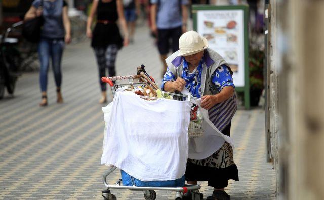 Starejši sodijo med skupine, ki so tveganju revščine najbolj izpostavljene. Foto Roman Š�ipić