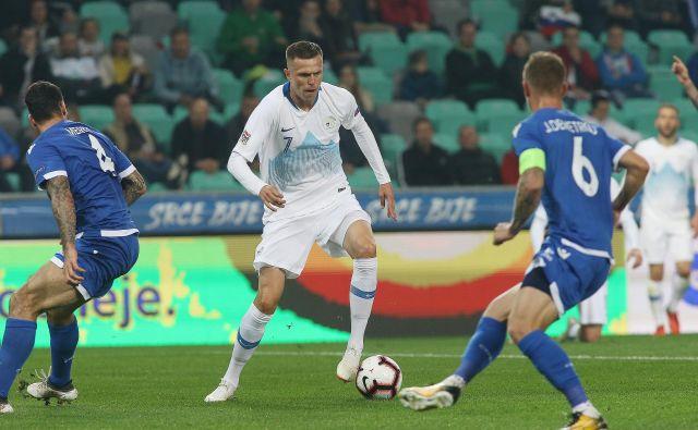 Josip Iličić (na fotografiji) je v 57. minuti prevzel kapetanski trak, predal mu ga je Bojan Jokić, ki je v bolečinah zapustil zelenico. FOTO: Jože Suhadolnik/Delo
