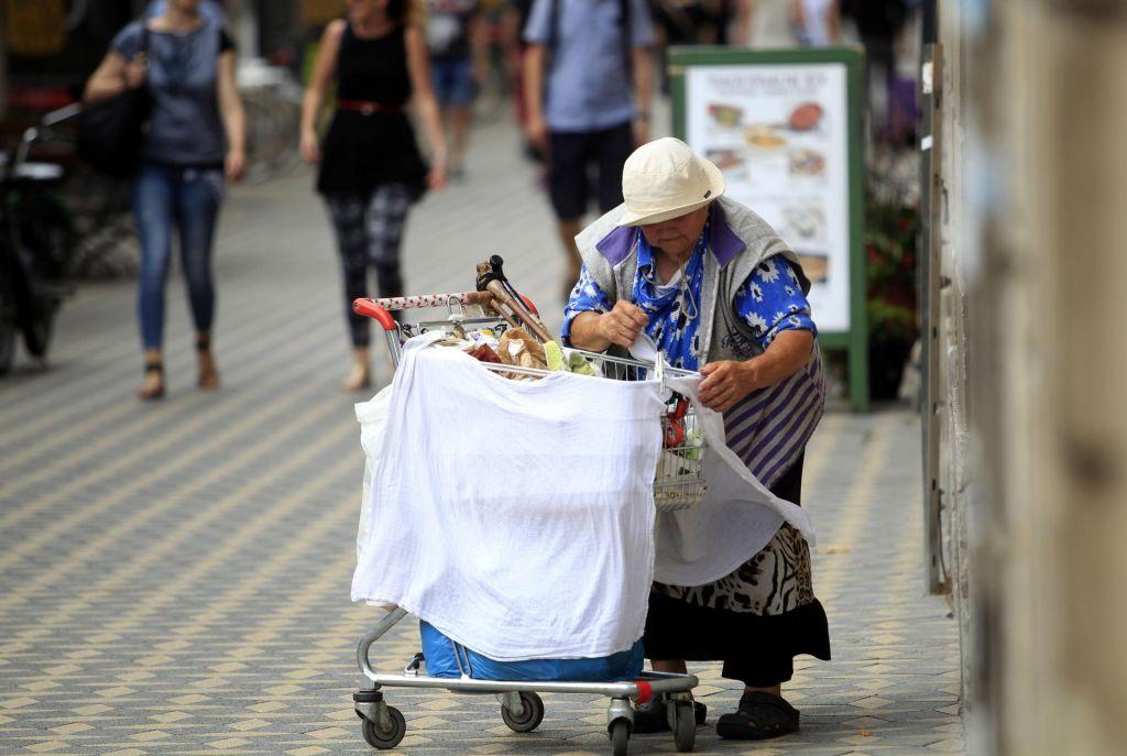 Revščiniso bolj izpostavljene starejše ženske