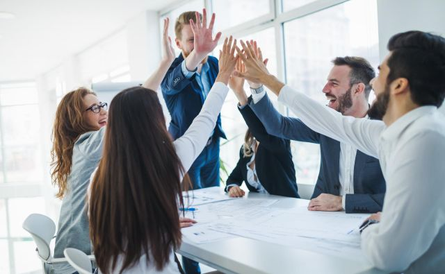 Avtorji raziskave poudarjajo, da gradnja konkurenčnosti potrebuje veliko časa, a se lahko relativno hitro zmanjša. FOTO: Shutterstock