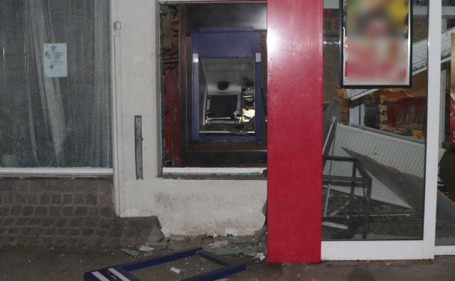Razstreljen bankomat. FOTO: PU Ljubljana
