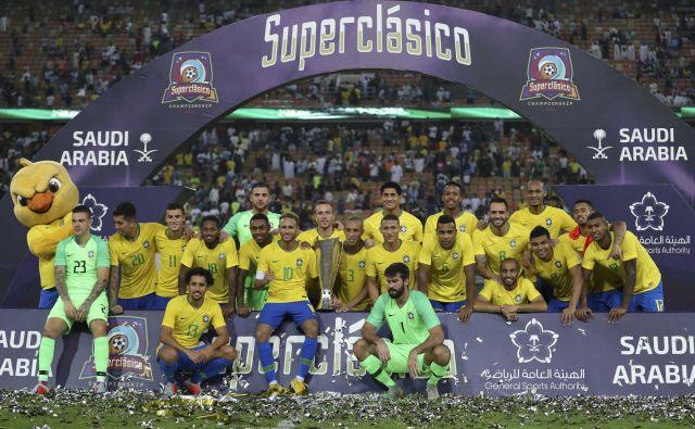 Vsaka zmaga na dvoboju večnih rivalov je prestižna, tokrat so se je veselili Brazilci. FOTO: AP