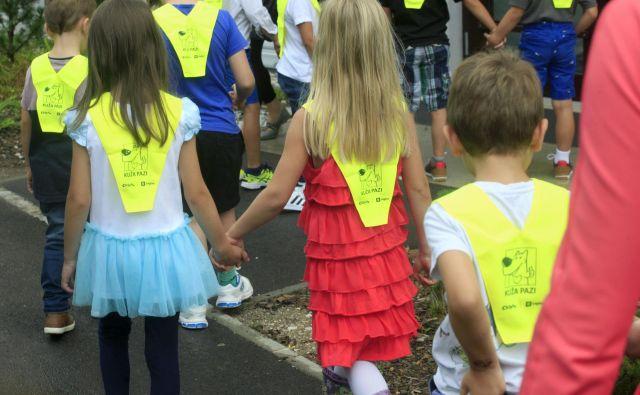 Od staršev se pričakuje, da bodo prvi šolski dan preživeli s svojim prvošolcem. FOTO: Mavric Pivk/Delo