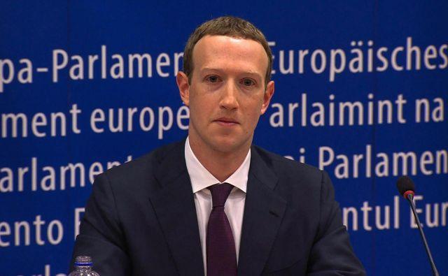Mark Zuckerberg se je letos v evropskem parlamentu opravičeval zaradi zlorab osebnih podatkov uporabnikov, kot se je pokazalo v škandalu Cambridge Analytice. Foto AFP