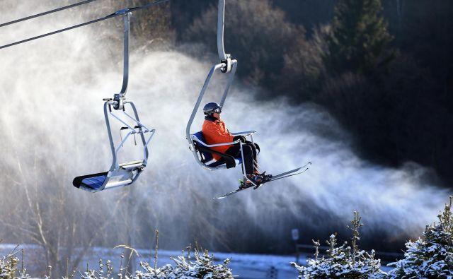 Na Pohorju bodo lahko sneg že letos izdelovali pri temperaturah nad ničlo, sedežnico Sleme bodo v prihodnje zamenjali z gondolo. Foto Tadej Regent