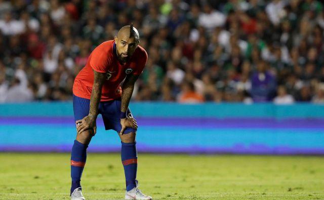 Arturo Vidal bo predlanski eksces drago plačal. FOTO: Henry Romero/Reuters