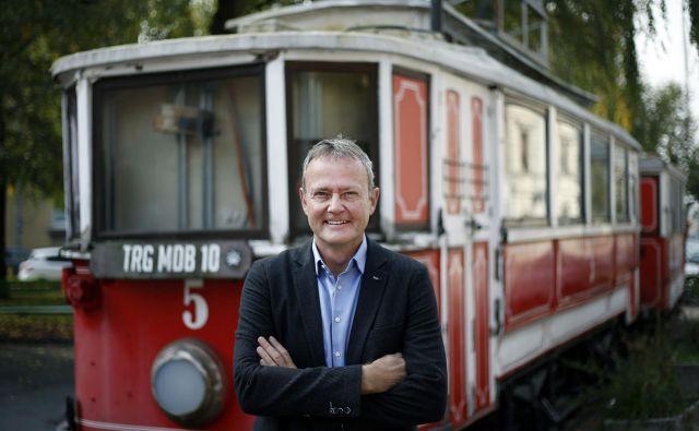 Dragan Matić, kandidat SMC za ljubljanskega župana, se med drugim zavzema za (ponovno) uvedbo tramvja v prestolnici in brezplačni mestni potniški promet. FOTO: Blaž Samec