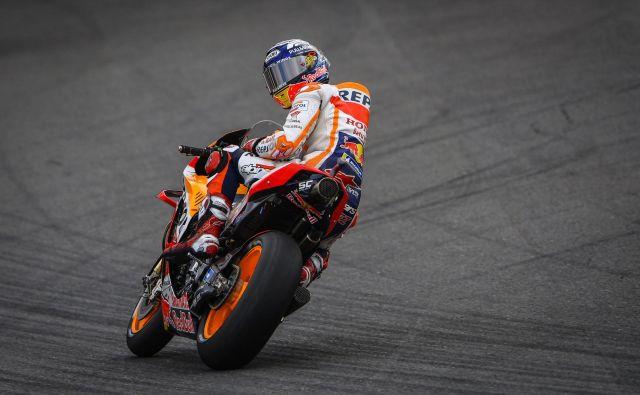 Marc Marquez že lep čas pogleduje nazaj proti najbližjim zasledovalcem. FOTO: Motogp.com