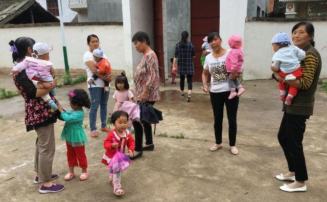 Kitajke, ki si to lahko privoščijo, poskrbijo za več možnosti za svoje otroke tudi tako, da gredo rodit v države, kjer lahko na ta način pridobijo državljanstvo. FOTO: Reuters