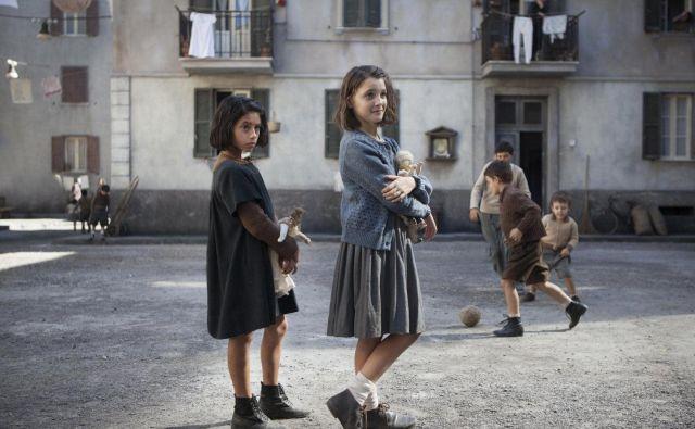 Novembra bomo na HBO lahko začeli gledati osemdelno serijo <em>Genialna prijateljica</em>, posneto po prvem romanu iz <em>Neapeljskega cikla</em>. FOTO: HBO