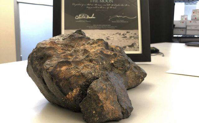 Meteorit»lunina sestavljanka« je dosegel visoko vrednost. FOTO:Rodrique Ngowi/AP