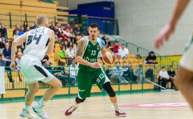 Center Žiga Fifolt se je izkazal z 12 točkami in 6 skoki. FOTO: ABA