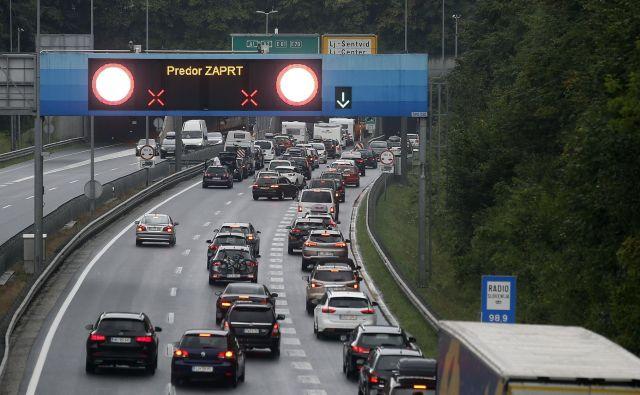 Prometni zastoji so zaznamovali Slovenijo. FOTO: Blaž� Samec