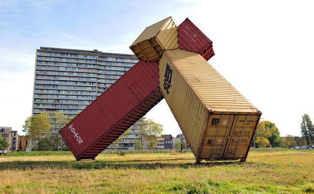Javna skulptura Agora (Mark Požlep, 2018) v parku Konijnenwei v Antwerpnu. Foto arhiv umetnika