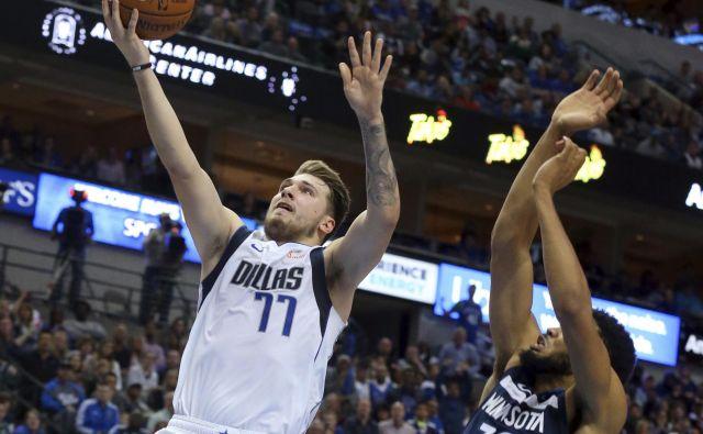 Luka Dončić je bil v Dallasu prvo ime v zmagoviti tekmi proti Minnesoti. FOTO: AP