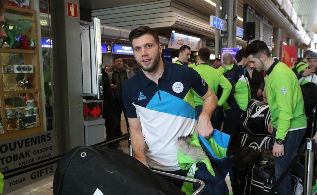 Rok Tičar bo moral s prtljago k novemu hokejskemu delodajalcu. FOTO: Marko Feist/Slovenske novice