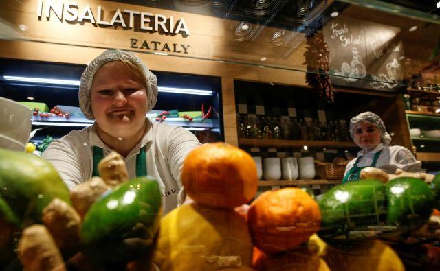 Italijansko kmetijstvo ima precejšnjo škodo zaradi prepovedi izvoza v Italijo. Fotografija je iz moskovske poslovalnice italijanske živilske trgovske verige Eataly. FOTO: Reuters