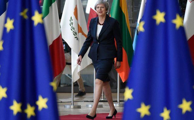 Britanska premierka Theresa May med vrhom voditeljev EU v Bruslju. FOTO: JOHN THYS / AFP