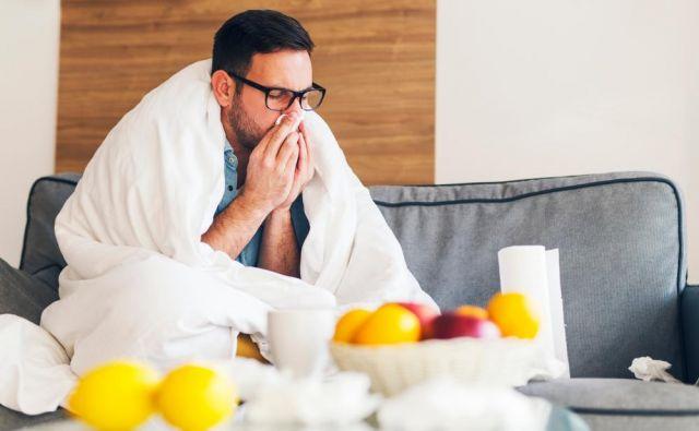 Oktobra moramo med pospravljanjem paziti tudi za preprečevanje širjenja okužb z virusom prehlada ali gripe. Foto: Shutterstock