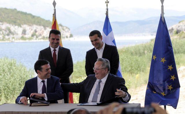 Zakaj se je peščica poslancev največje opozicijske stranke VMRO-DPMNE odločila, da glasuje za začetek procesa spreminjanja imena države, je skrivnost. FOTO: Yorgos Karahalis/AP