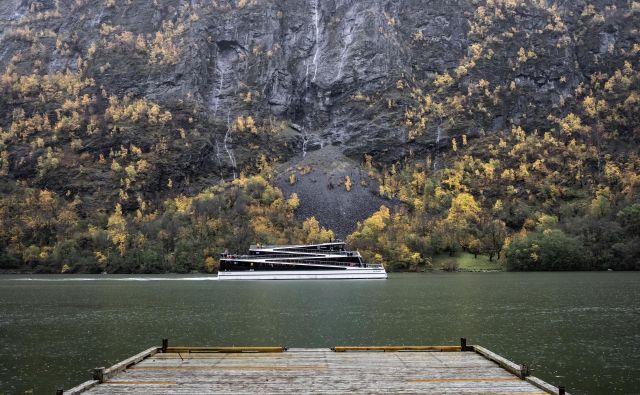 """Povsem elektrificirana potniška ladja """"Prihodnost fjordov"""". FOTO: Matjaz Krivic/Delo"""
